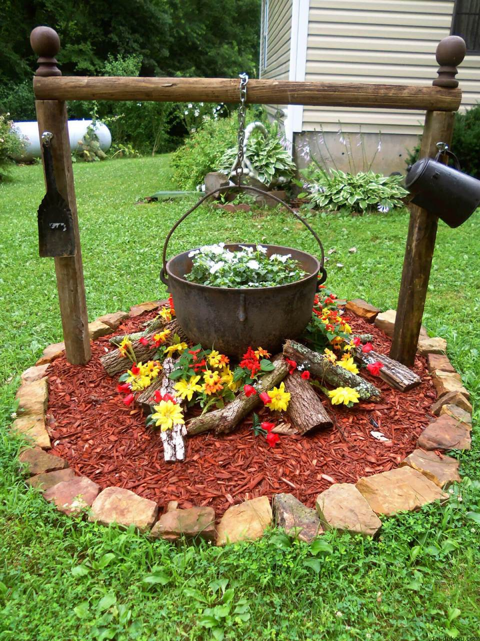 Flower Bed Ideas: Antique Cauldron Flower Bed Design