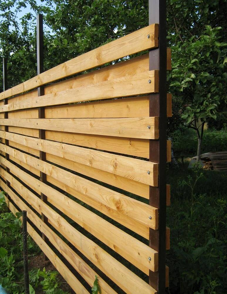DIY Fence Ideas: Horizontal Plank Fence with Metal Posts