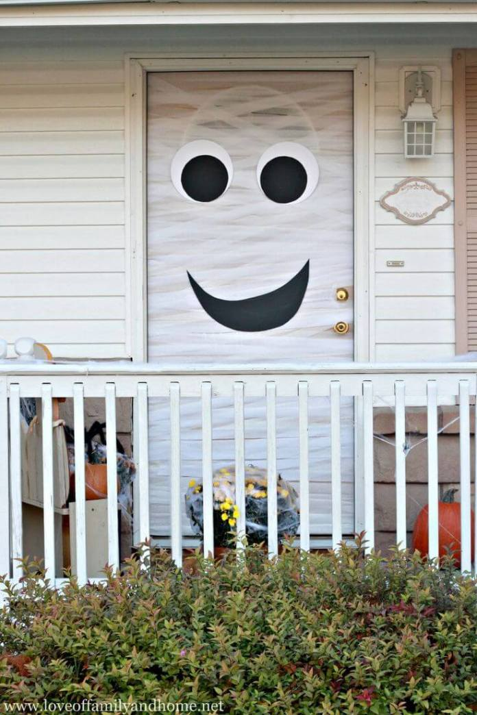 Halloween Front Door Decoration Ideas: Here's Your Mummy!