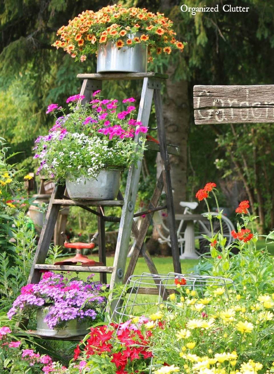 Vintage Garden Decor Ideas: Vintage Ladder Flowerpot Garden Display