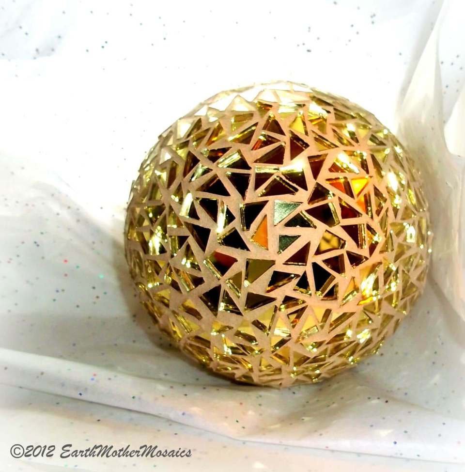 Glittery Gold and Green Glass Globe | DIY Garden Ball Ideas
