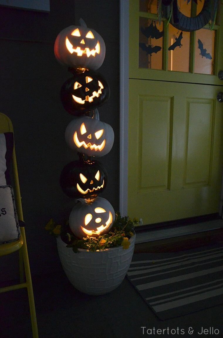 Halloween Front Door Decoration Ideas: Light Up the Night