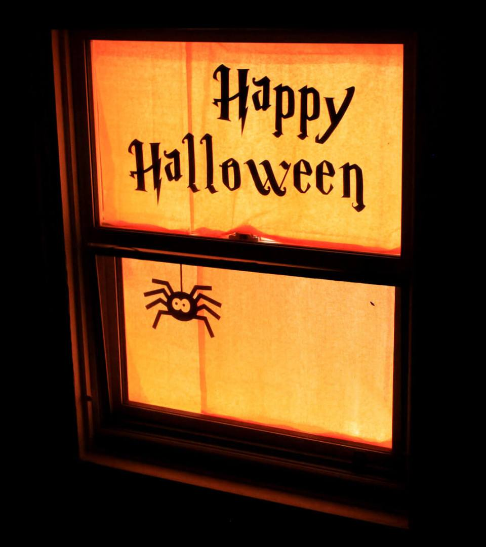 Halloween Greeting | DIY Halloween Window Decoration Ideas
