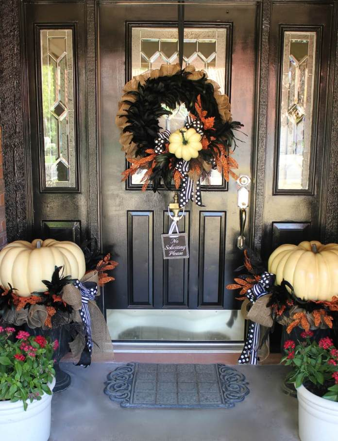 A Refined Halloween Decoration | Scary DIY Halloween Porch Decoration Ideas | vintage halloween porch