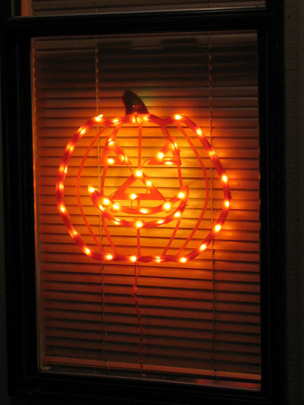 Jack-O-Lantern Design | DIY Halloween Window Decoration Ideas