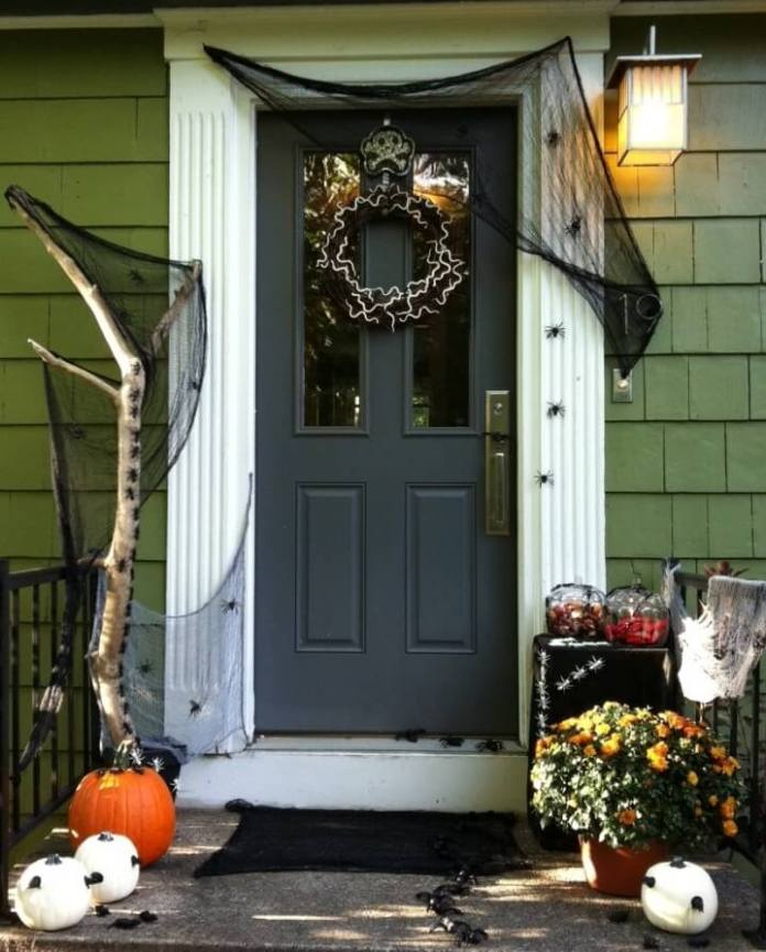 Halloween Door Decoration Ideas: Spider Attack!