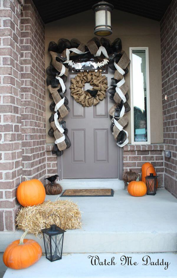 Halloween Door Decoration Ideas: Burlap Galore