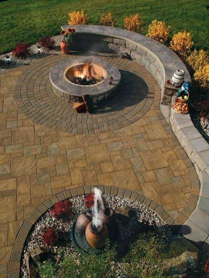 Firepit Alongside a Beautiful Garden Wall | Awesome Firepit Area Ideas For Your Outdoor Activities
