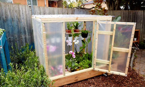 A Gardening Cart with Hanging Space | Build a beautiful outdoor greenhouse | Creative Greenhouse DIY plans