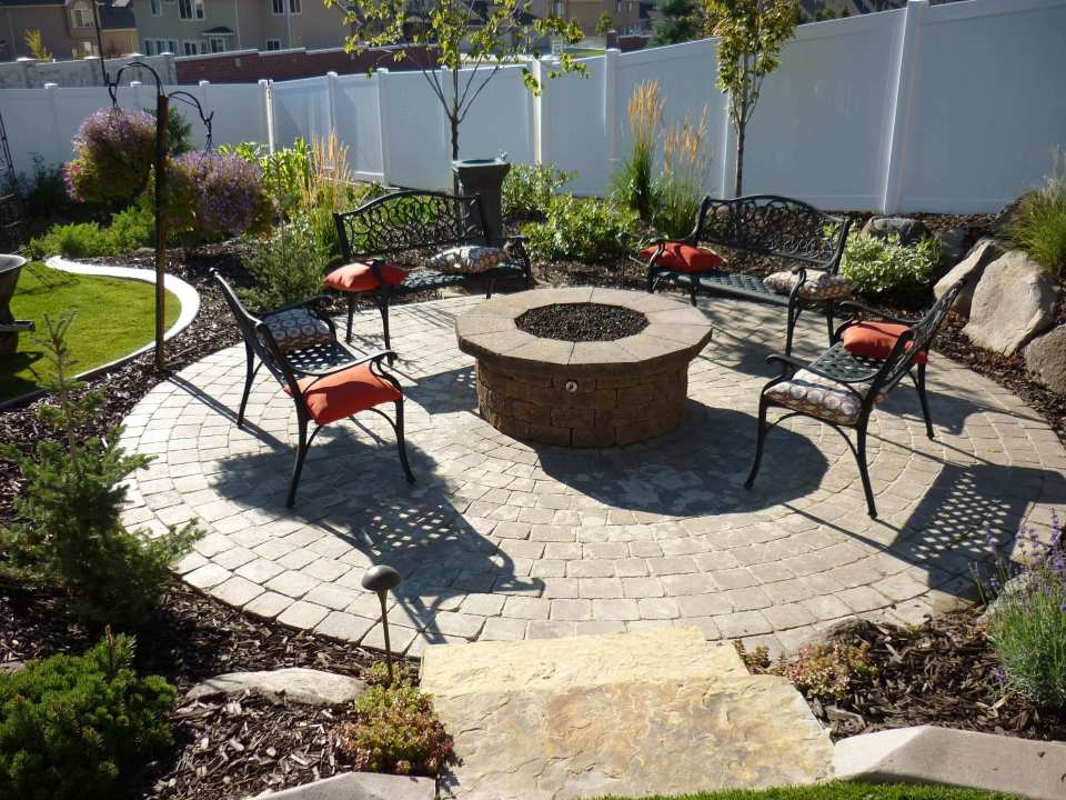 A Raised Pit in a Walled Garden | Awesome Firepit Area Ideas For Your Outdoor Activities
