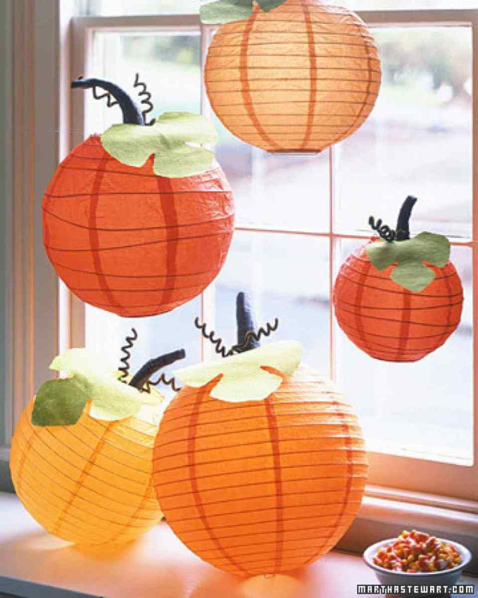 Pumpkin Lanterns Perfect for Windows | DIY Indoor Halloween Decorating Ideas