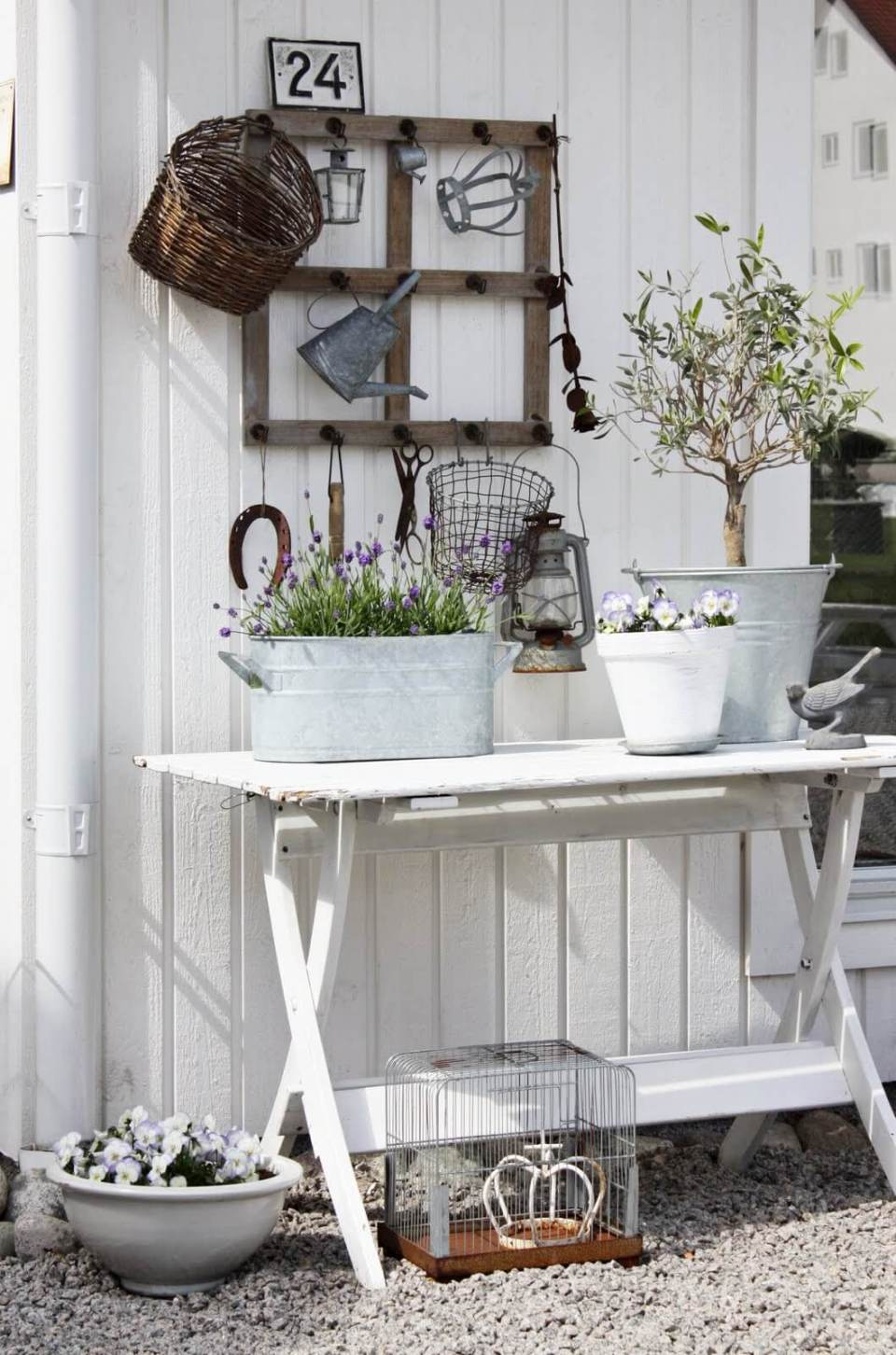 Vintage Garden Decor Ideas: Garden Display Table with Vintage Metal Touches