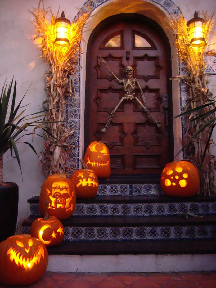 Halloween Door Decoration Ideas: Waving Skeleton