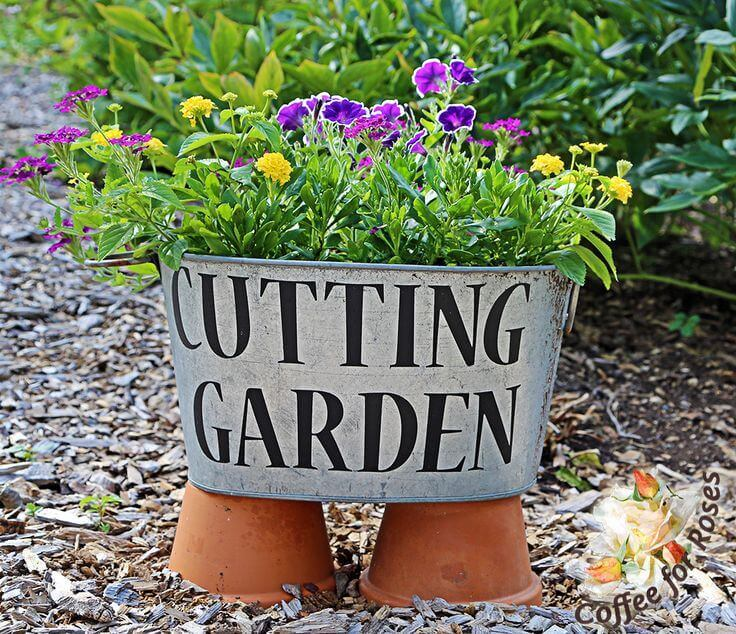 Washtub with Flowers for Bouquets   Funny DIY Garden Sign Ideas