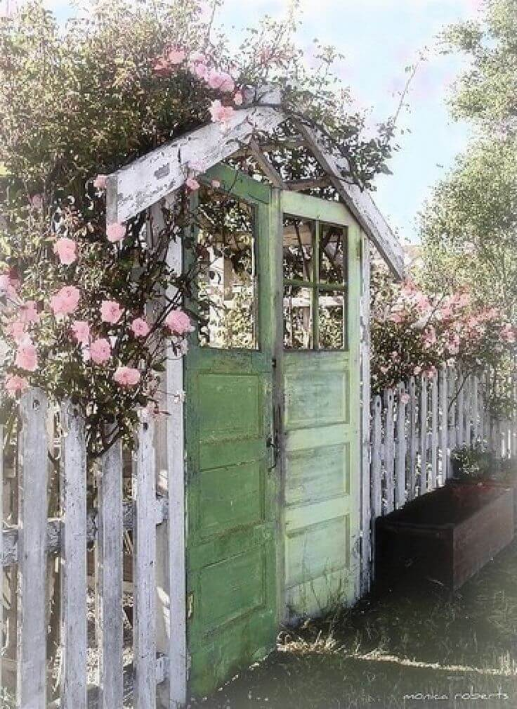 Vintage Garden Decor Ideas: Upcycled Vintage Door Garden Gate