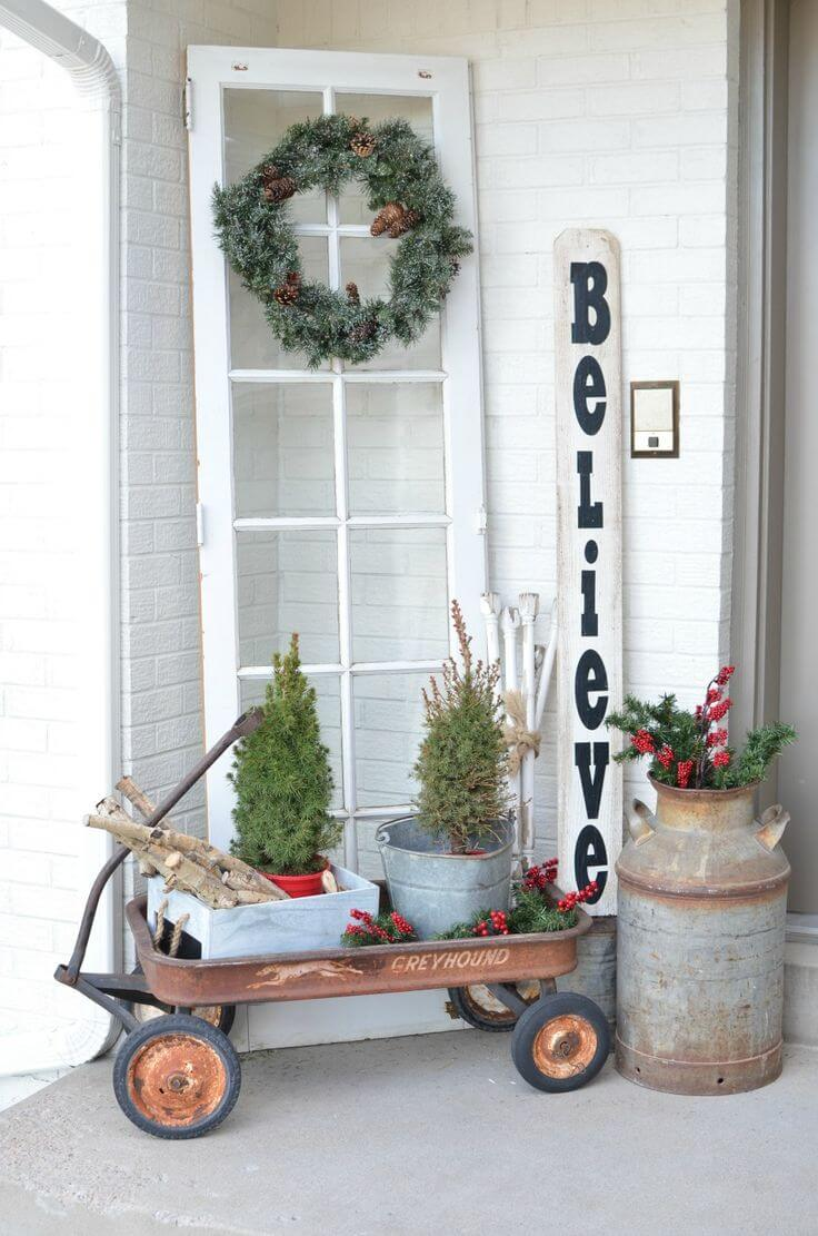 Unexpected Christmas Wreath and Tree Display