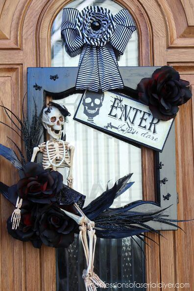 Halloween Door Decoration Ideas: Halloween Skeleton Door Wreath