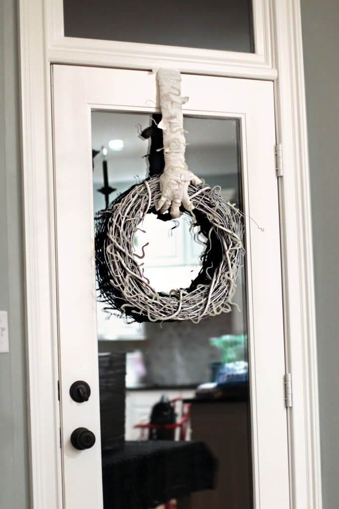 Halloween Door Decoration Ideas: Hand It to Mummy