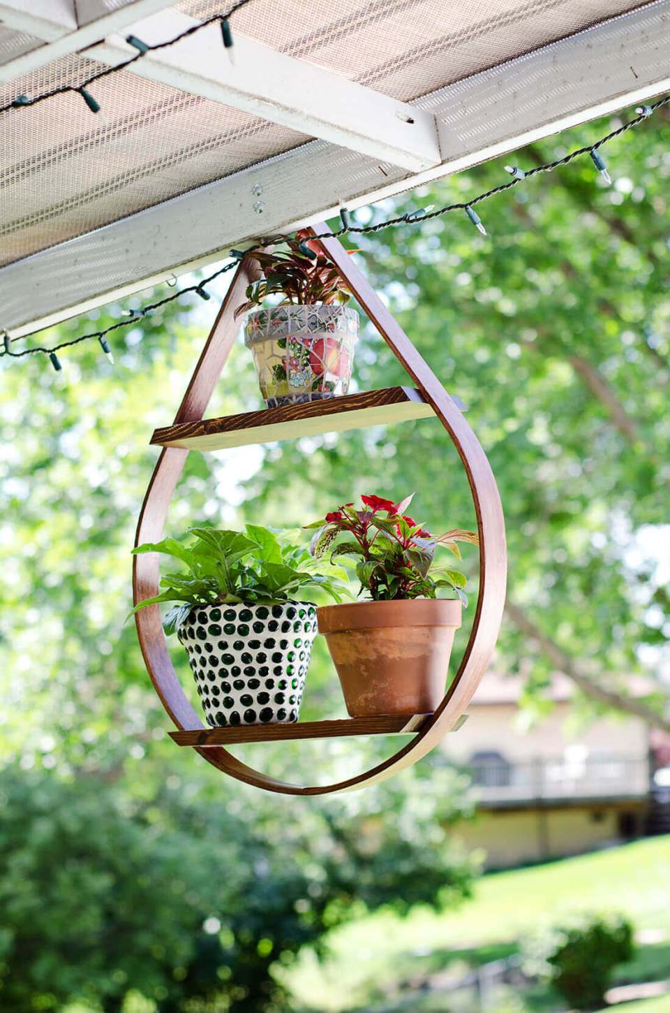 Teardrop Shaped Potted Plant Display Shelf | DIY Outdoor Hanging Planter Ideas | Plant Pot Design Ideas