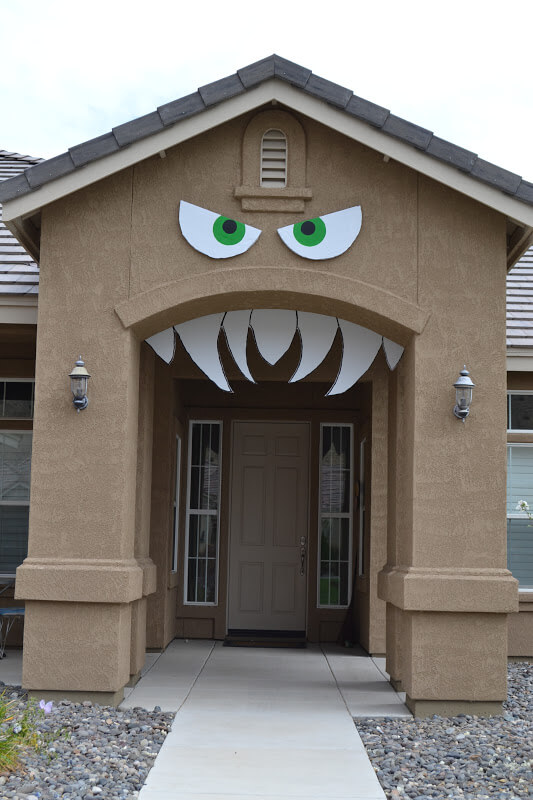 Halloween Door Decoration Ideas: Monster House