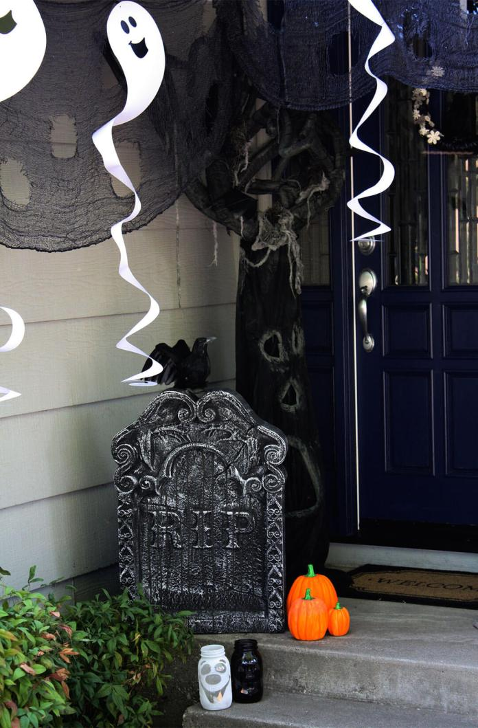 Ghosts in a Graveyard | Scary DIY Halloween Porch Decoration Ideas | vintage halloween porch