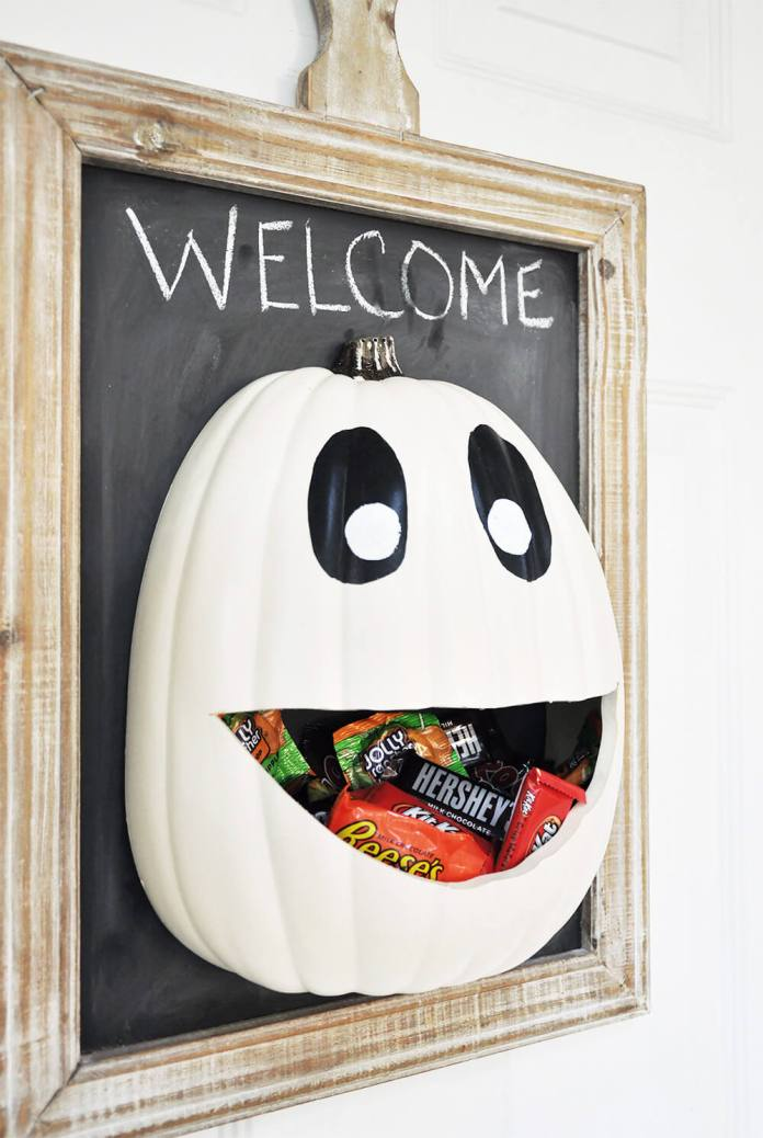 Halloween Door Decoration Ideas: The Great Candy Pumpkin