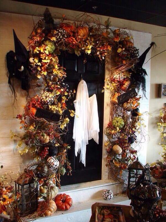 Halloween Front Door Decoration Ideas: Beautiful Entryway decoration for Halloween