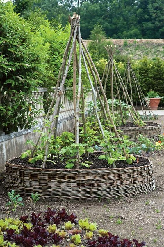 Vegetable Garden Design | Cool Round Garden Bed Ideas For Landscape Design - FarmFoodFamily.com #raisedgarden #raisedgardenbed #gardenbed