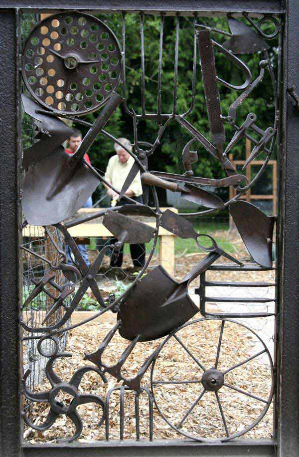 Issaquah peapatch gate sculpture | DIY Garden Gate Ideas