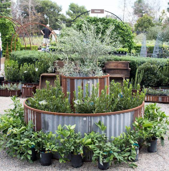 Steel Raised Bed | Cool Round Garden Bed Ideas For Landscape Design - FarmFoodFamily.com #raisedgarden #raisedgardenbed #gardenbed