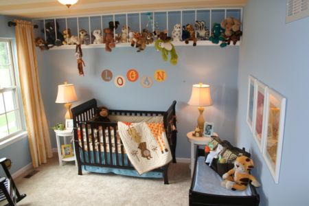 Stuffed animal storage | Cool Zoo Themed Bedroom Ideas For Kids or Nursery