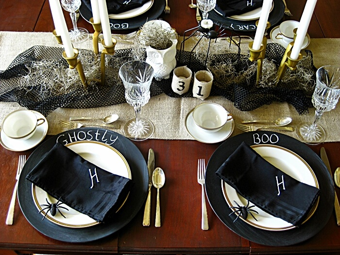 Elegant Halloween Table Settings | Fun & Spooky Halloween Table Decoration Ideas - FarmFoodFamily.com