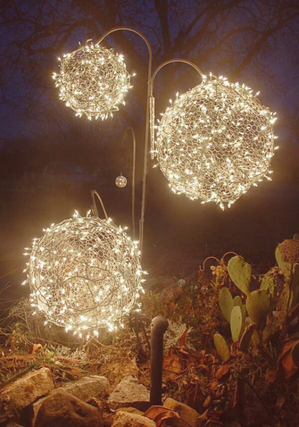 Great winter decoration | Creative DIY Garden Lantern Ideas - FarmFoodFamily.com