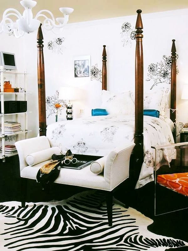 Black & White teenage girl rooms | Decorating Teen Bedrooms: Transforming a Child's Room with Teenage Décor - FarmFoodFamily.com