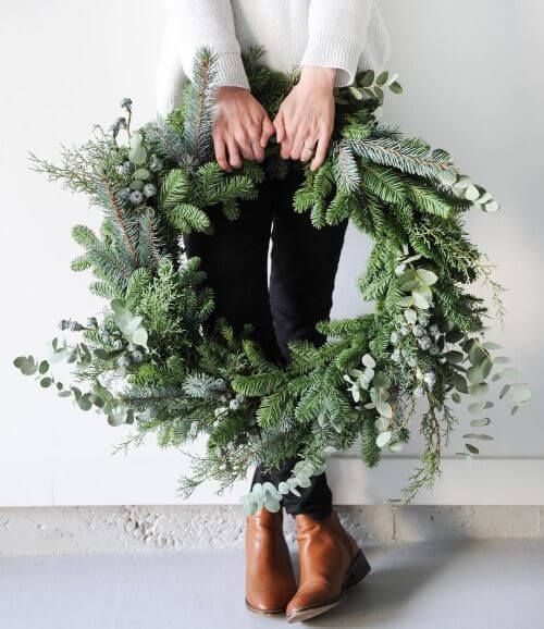 Delta Breezes | Creative, Easy, and Inexpensive Christmas Wreaths | Farmfoodfamily.com