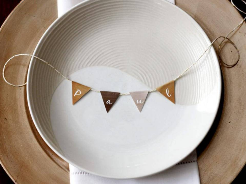 Place card buntings   Thanksgiving Gifts Kids Can Make - FarmFoodFamily.com