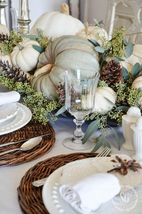Natural Thanksgiving Tablescape | Best Thanksgiving Centerpieces