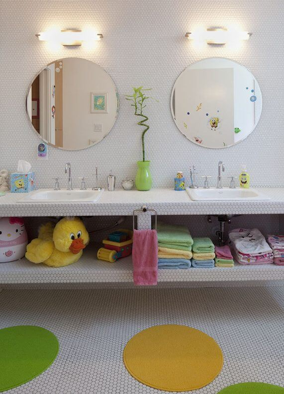 Cool Stuffs for kids play in the bath | Kids Bathroom Décor Tips: Decorating Ideas for a Child's Bathroom