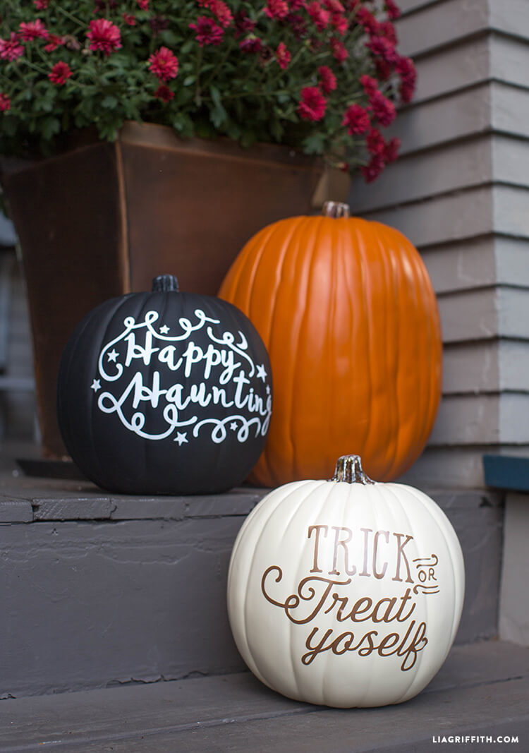 Vinyl Lettered DIY Pumpkins | No-Carve Pumpkin Decorating Ideas For This Halloween