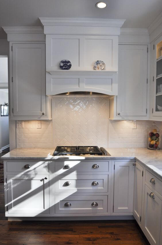 Gas cooktop with under cabinet lighting, built-in hood