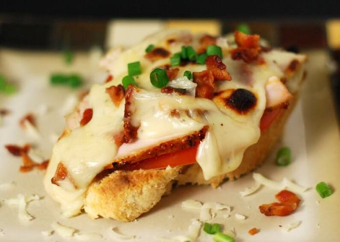 Turkey Crostinis | Ideas For Thanksgiving Leftovers | FarmFoodFamily.com