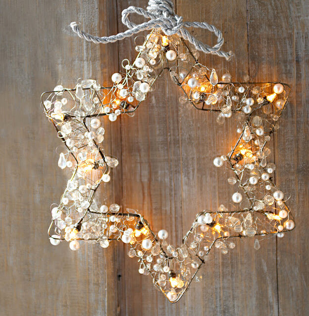 Star wreath | Christmas Door and Window Lighting Decorating Ideas