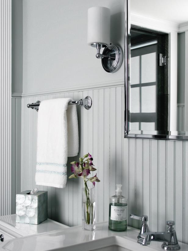 Cozy Beadboard Bathroom | Bathroom Wainscoting: Beadboard Panels in the Bathroom Design | FarmFoodFamily.com