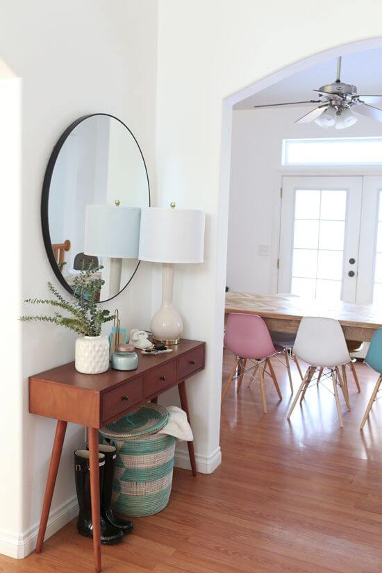 Abig round mirror above table with a skinny lamp | Best Small Entryway Decor & Design Ideas | Small Mudroom Ideas | FarmFoodFamily.com