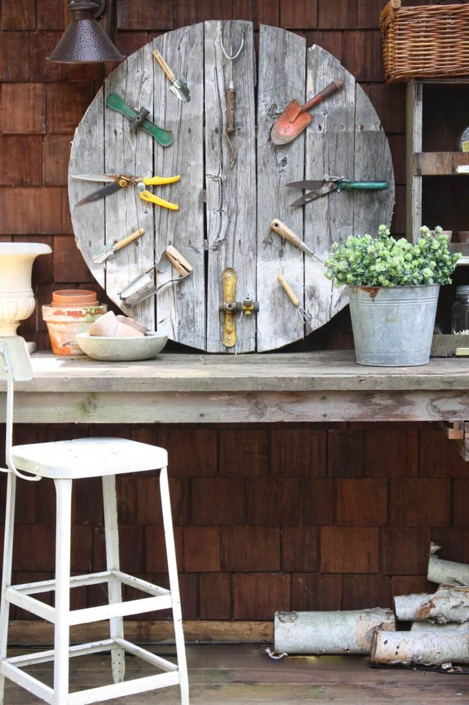 Garden pallet wall clock | Best DIY Repurposed Garden Tools Ideas | Garden Craft Ideas
