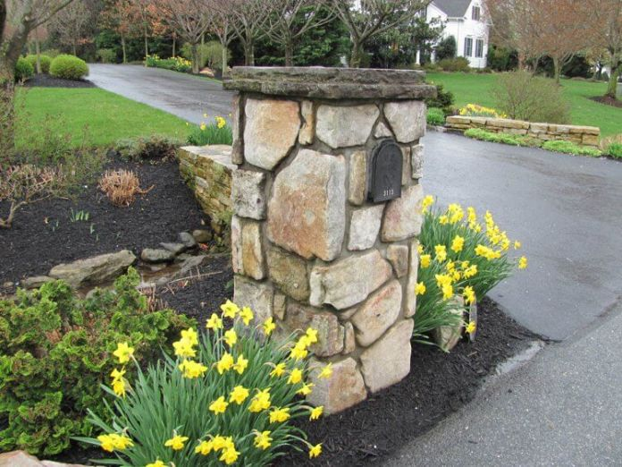 Rustic stone mailbox | Best Mailbox Landscaping Ideas