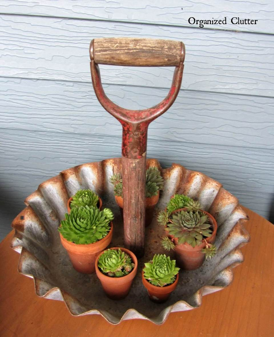 Shovel handle display tray | Best DIY Repurposed Garden Tools Ideas | Garden Craft Ideas