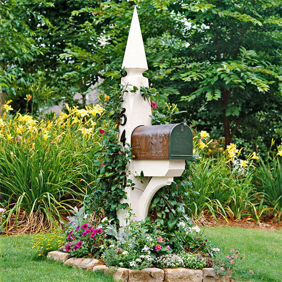 Mailbox with annual flowers | Best Mailbox Landscaping Ideas