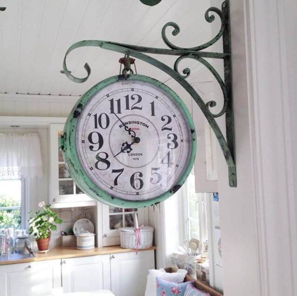 Hanging Clock | Inspiring Farmhouse Kitchen Design & Decor Ideas
