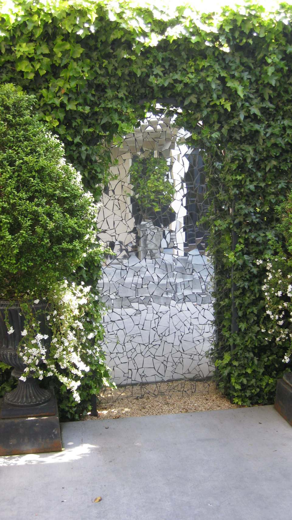 On-Line Portal: Make a garden gate by gluing the mirror pieces